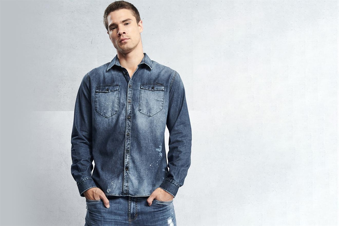 63b310f6419fc Camisa Jeans Classic Bolsos | Colcci